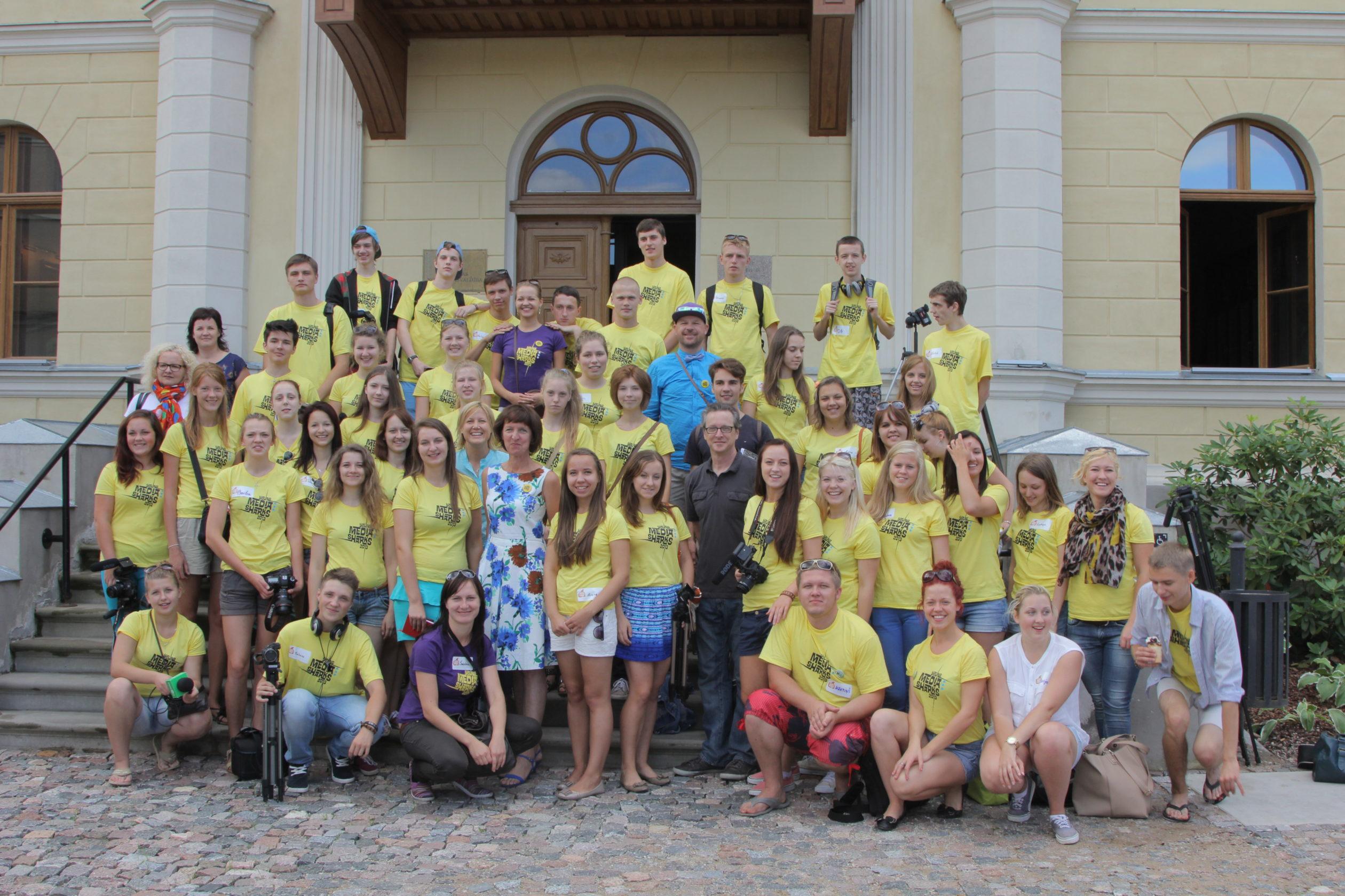 YOUNG MEDIA SHARKS 2013 nometnes noslēgums